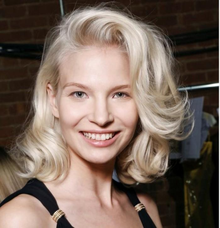 coiffure-volumineuse-coupe-carré-couleur-blonde-platine