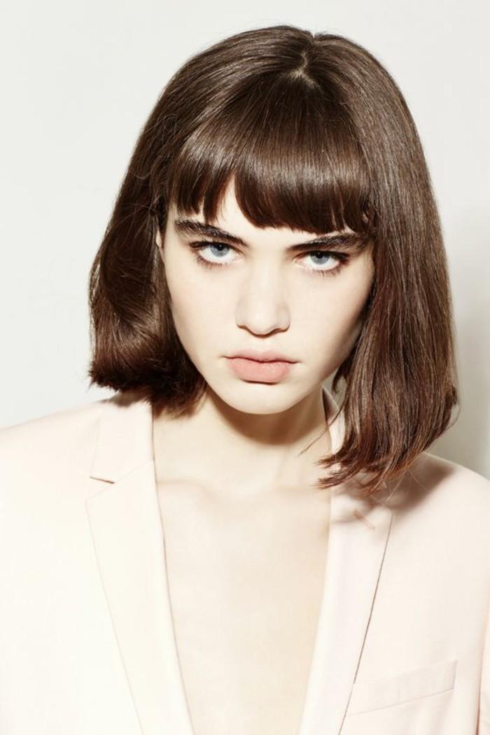 coiffures-cheveux-courts-coupe-au-carré-avec-frange