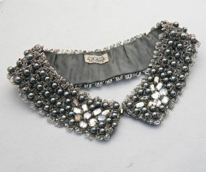col-plastron-collier-claudine-avec-perles-bijou-de-fataisie