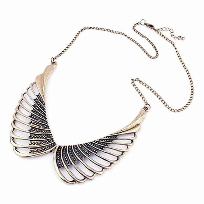 collier-col-claudine-élégant-ailes-d'oiseau
