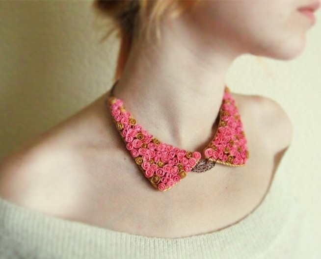 collier-col-claudine-avec-ornaments-roses-collier-rose