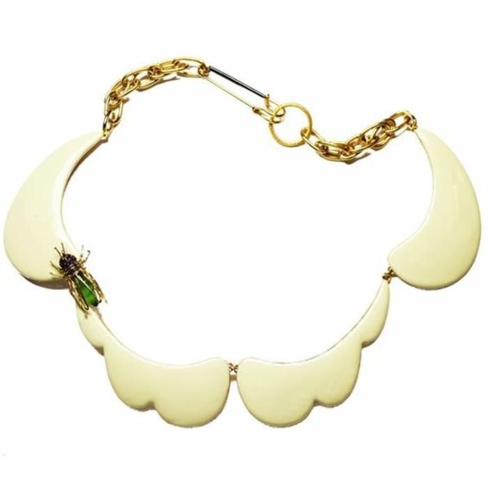 collier-original-avec-bijou-mouche-décorative-collier-col-claudine