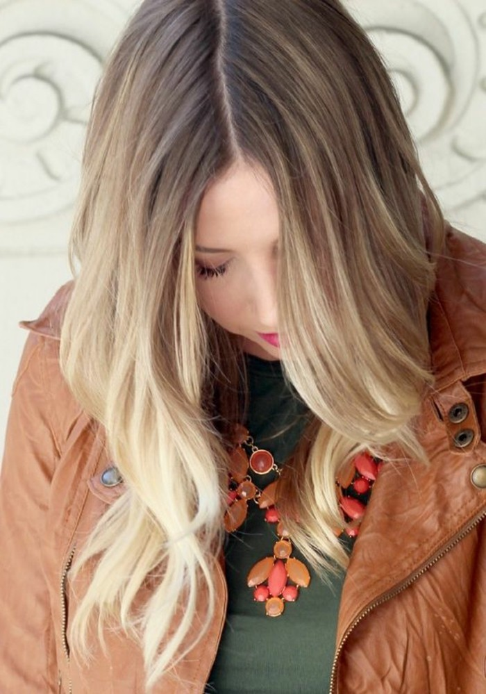 coloration-cendree-balayage-veste-en-cuir
