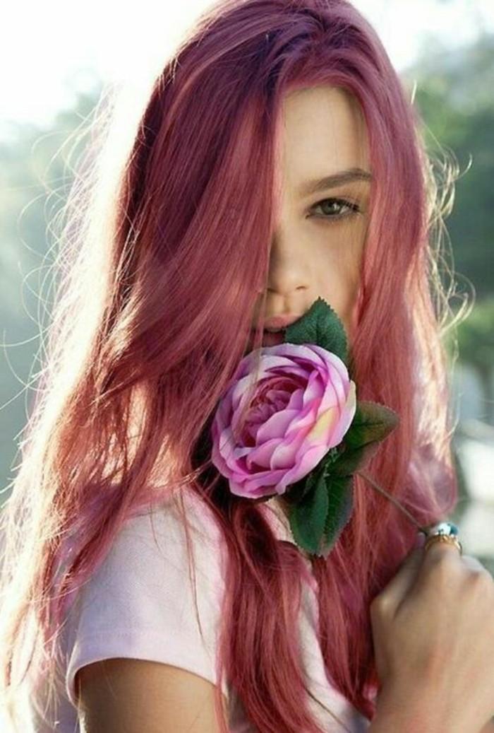 Couleur de cheveux rouge framboise