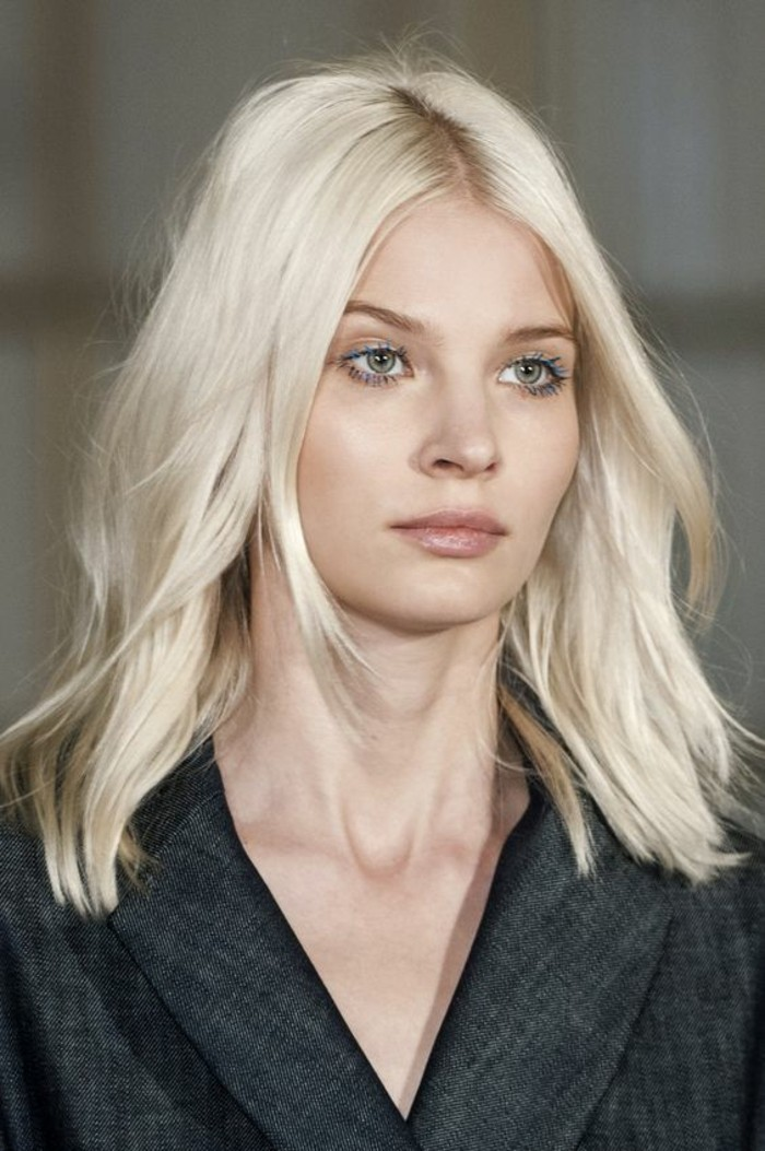coloration-tendance-blond-froid-maquillage-nude