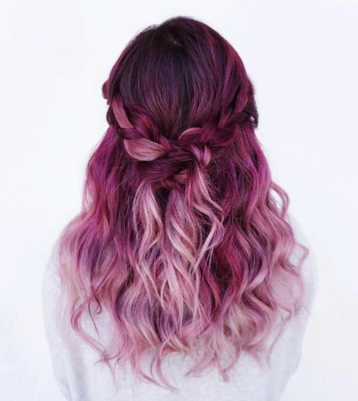 coloration-violine-tresse-cheveux-longs-ondulés