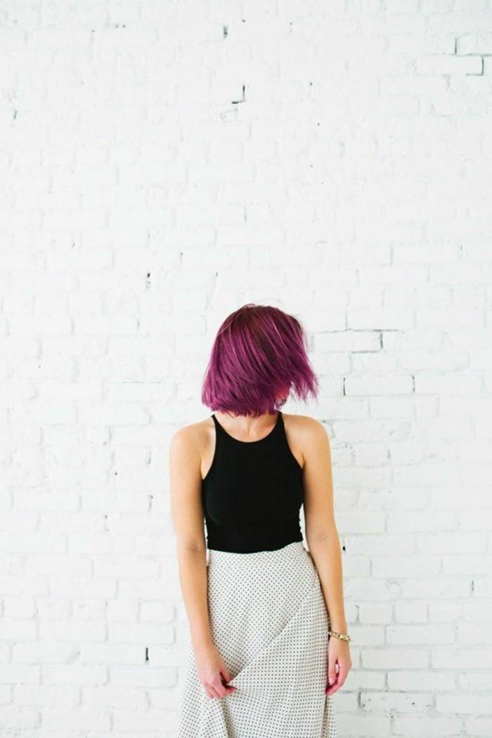 coloraton-violine-coupe-au-carré-cheveux-framboise
