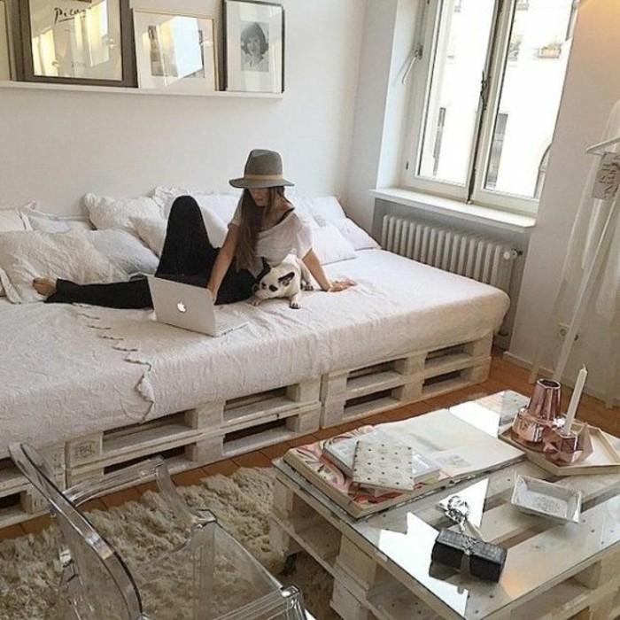 comment-aménager-une-petite-chambre-avec-des-meubles-en-pallettes