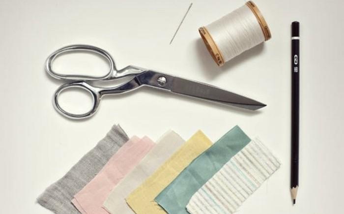 comment-faire-des-fleurs-en-tissu-materiaux-necessaires-pieces-de-tissu-ciseaux-crayon-fil-blanc