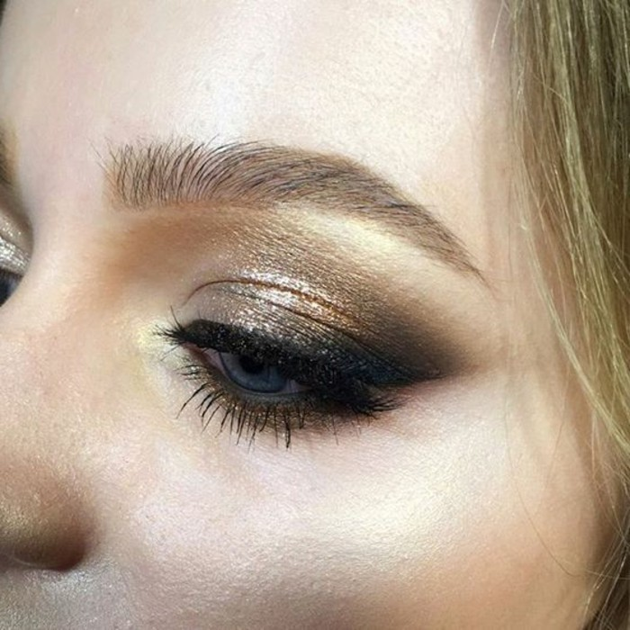 comment-faire-un-trait-deye-liner-avec-smokey-eye