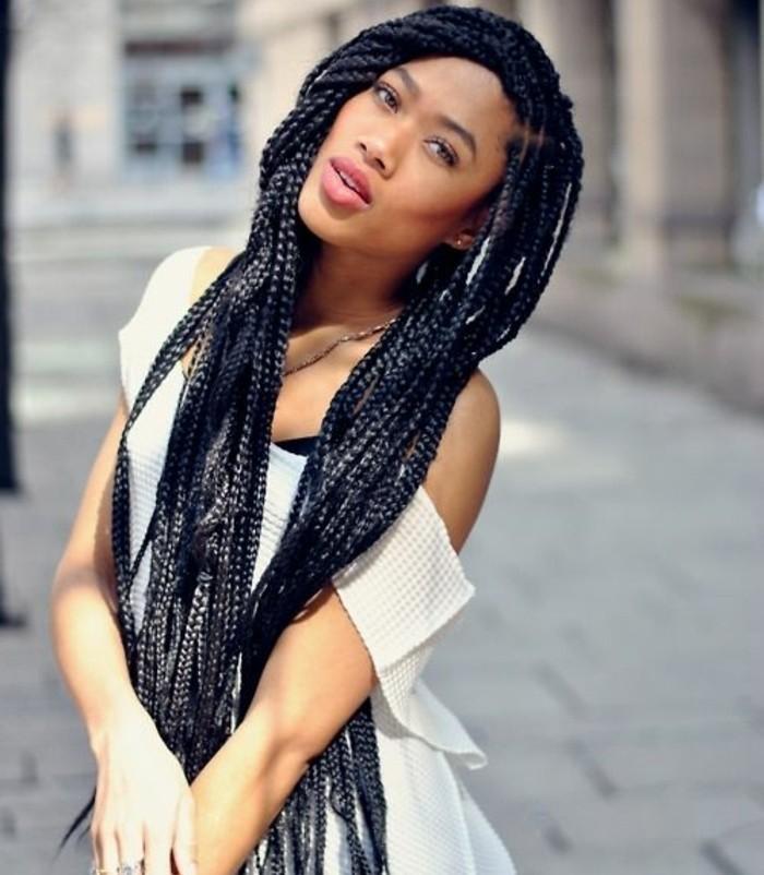 comment-faire-une-tresse-africaine-confidence-et-beauté-féminine-cheveux-tres-longs