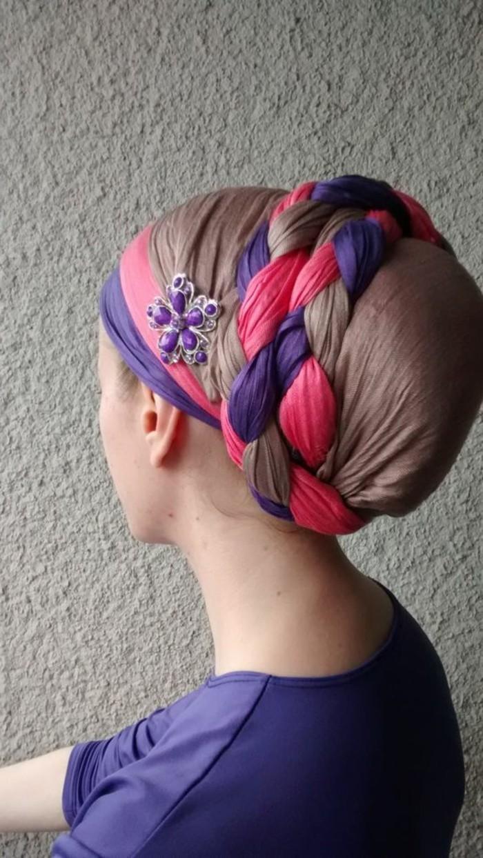 comment-mettre-le-foulard-hijab-tordu-deux-couleurs