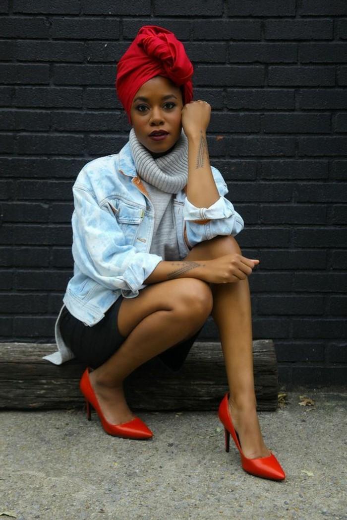 comment-mettre-le-foulard-joli-turban-rouge-et-escarpins-rouges