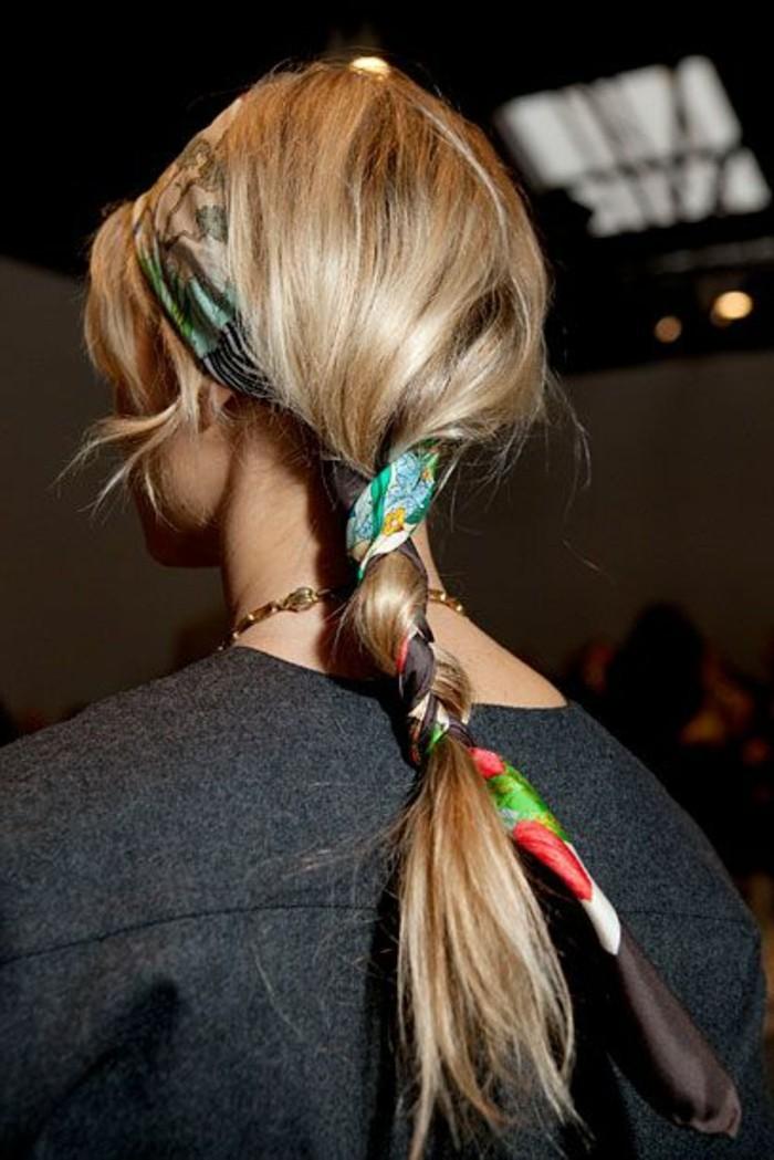 comment-mettre-le-foulard-tordre-le-foulard-dans-ses-cheveux