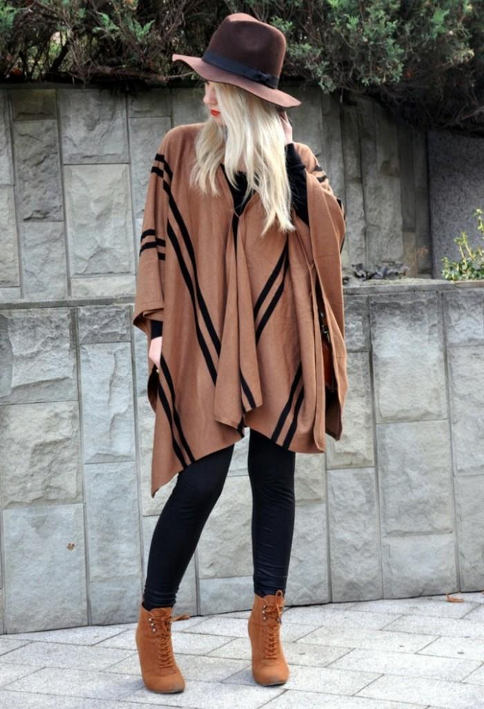 comment-porter-le-poncho-bottines-à-lacets-d'automne-vision-chaude