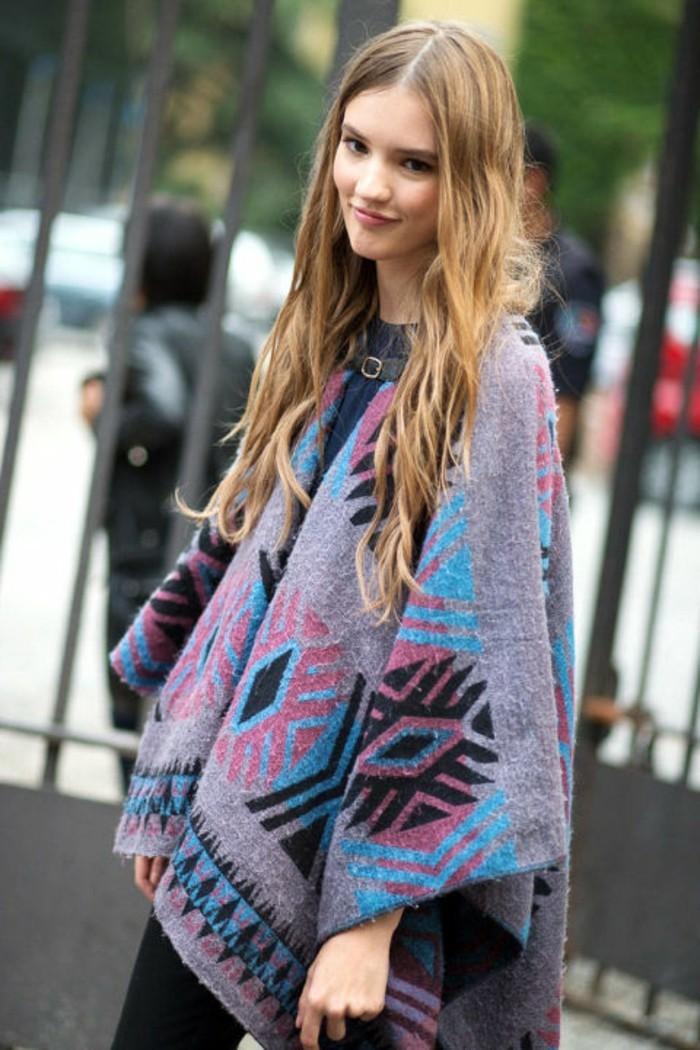 comment-porter-le-poncho-vision-mignon-et-féminine-manteau-en-violet-rose-et-bleu