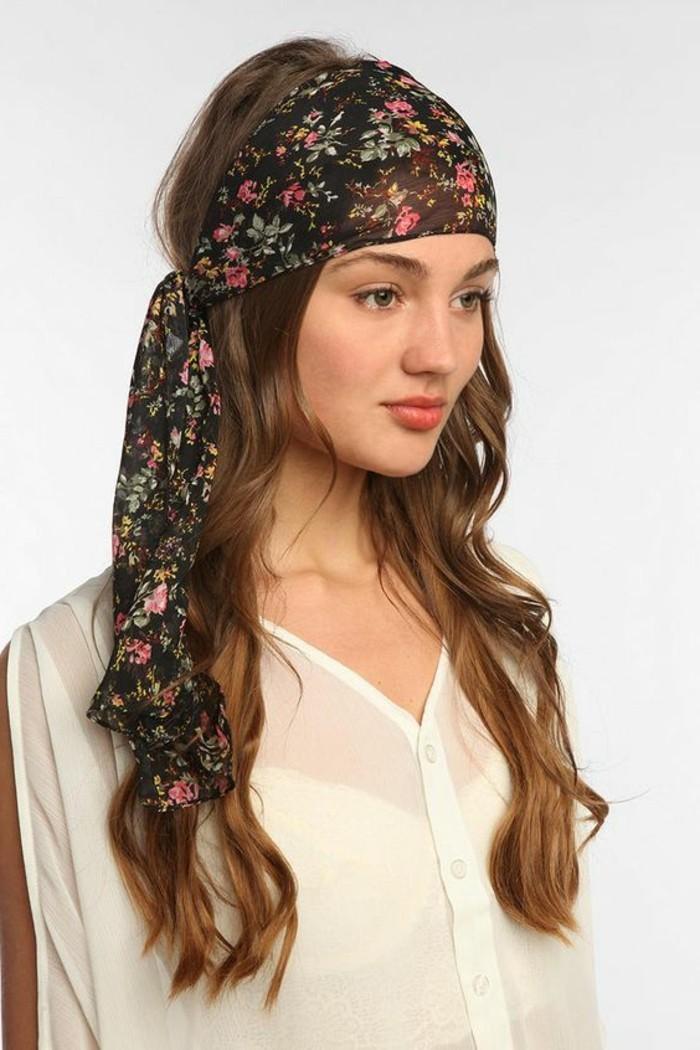 1001 id es pour coiffures avec foulard dans les cheveux - Comment porter un petit foulard carre ...