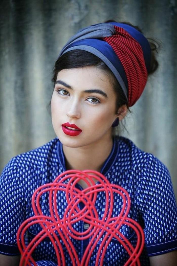 comment-porter-un-foulard-turban-cheveux-original-rouge-et-bleu