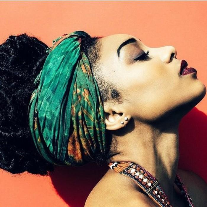 comment-porter-un-foulard-turban-vert-style-coiffure-afro
