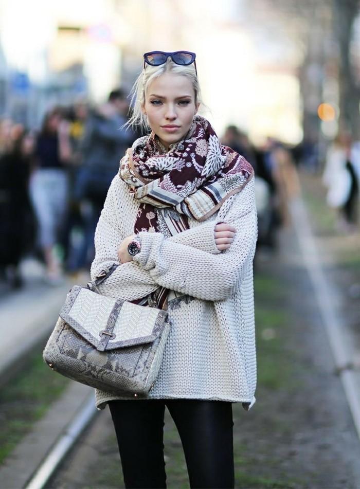 comment-savoir-s-habiller-tenue-hiver-beauté-femme-pull-casuel-sac-à-main-cuir