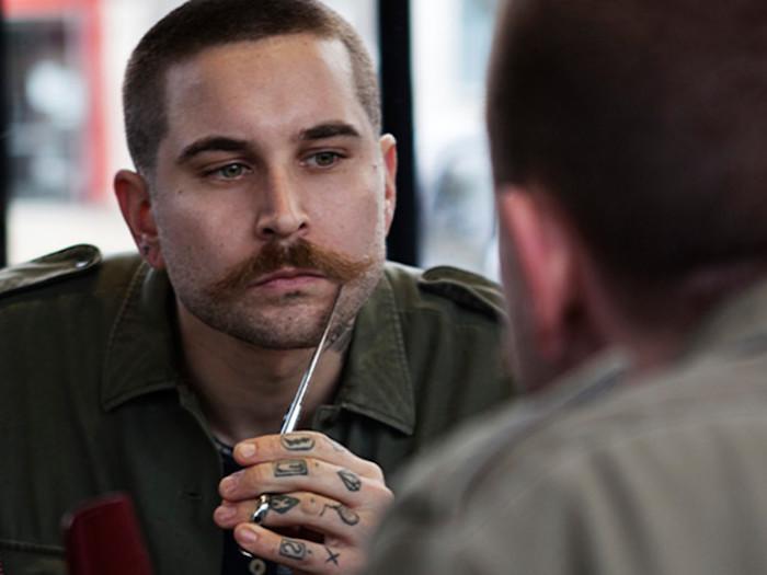 comment tailler sa moustache soin barbe huile cire fixer produits entretenir hipster