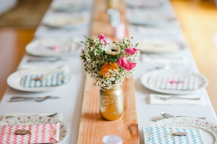 cool-idee-deco-table-mariage-theme-mariage-pastel-longue-table