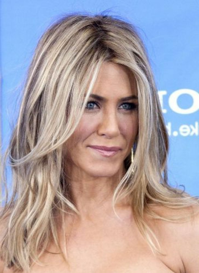 couleur-cendre-coloration-cheveux-jennifer-aniston