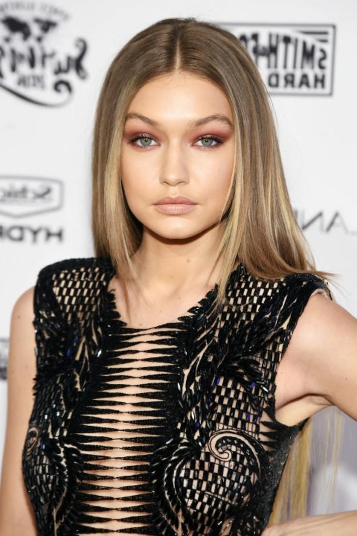 couleur-cendre-raie-symetrique-coiffure-cheveux-lisses