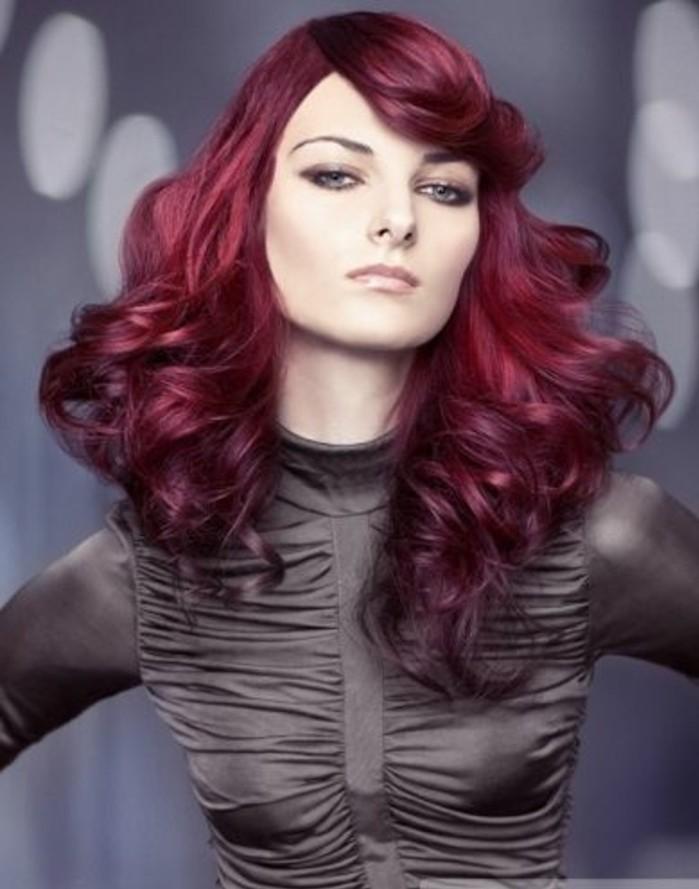 couleur-de-cheveux-acajou-coiffure-avec-grand-volume