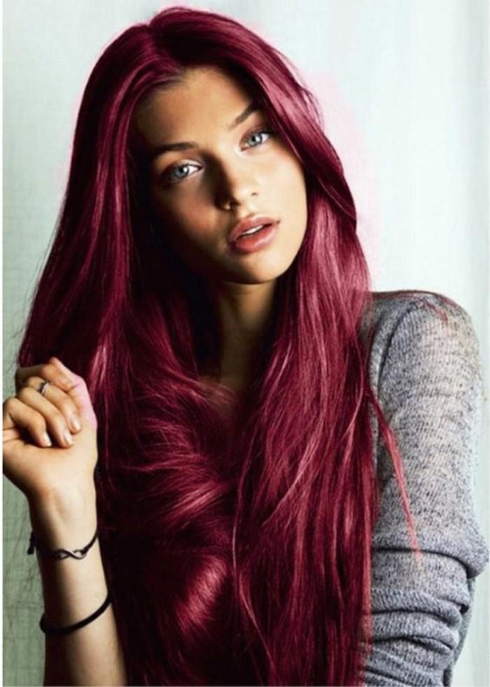 couleur-de-cheveux-acajou-une-longue-crinière-abondante