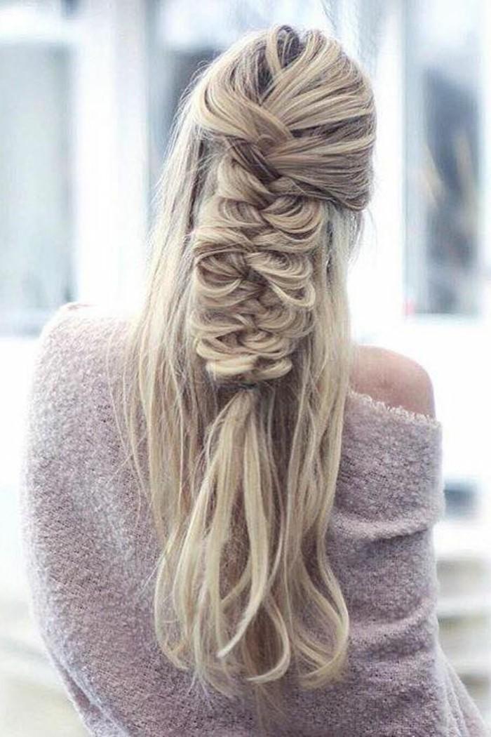 couleur-de-cheveux-blond-cendre-coiffure-en-tresse