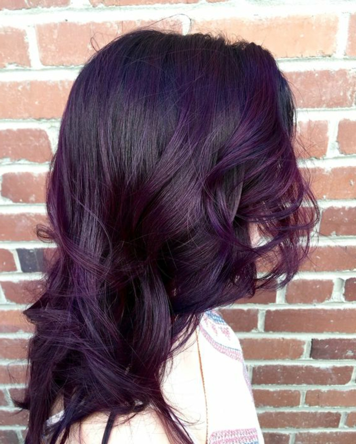 coloration cheveux violine prune coiffures populaires. Black Bedroom Furniture Sets. Home Design Ideas