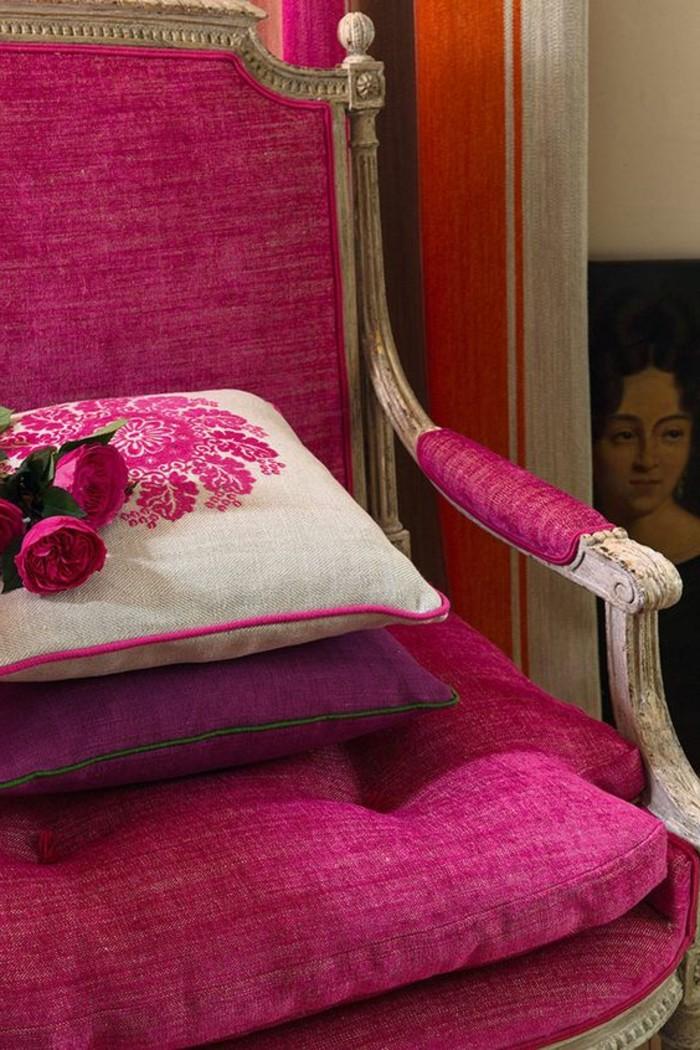 couleur-framboise-fauteuil-pourpre-style-baroque