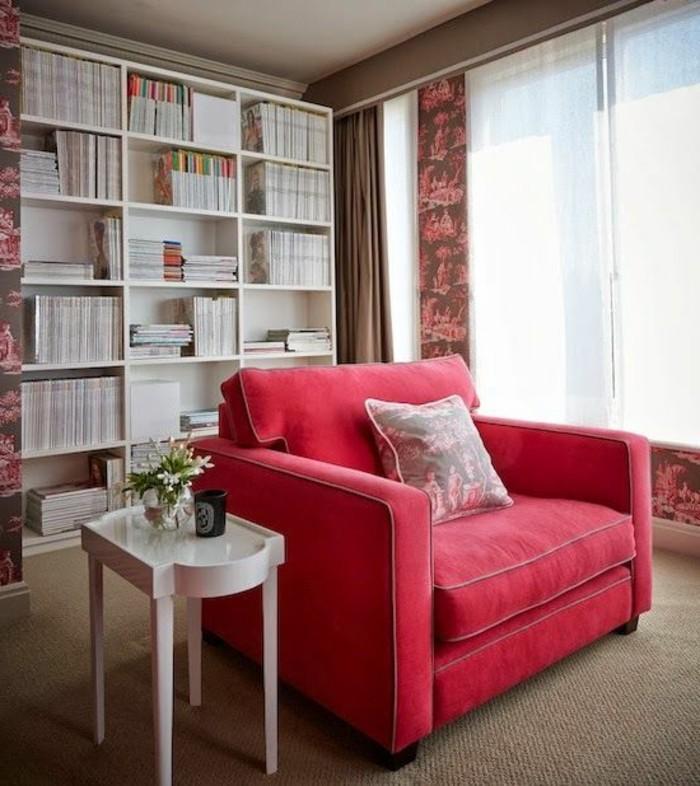 couleur-framboise-petite-table-baroque-canapé-rose