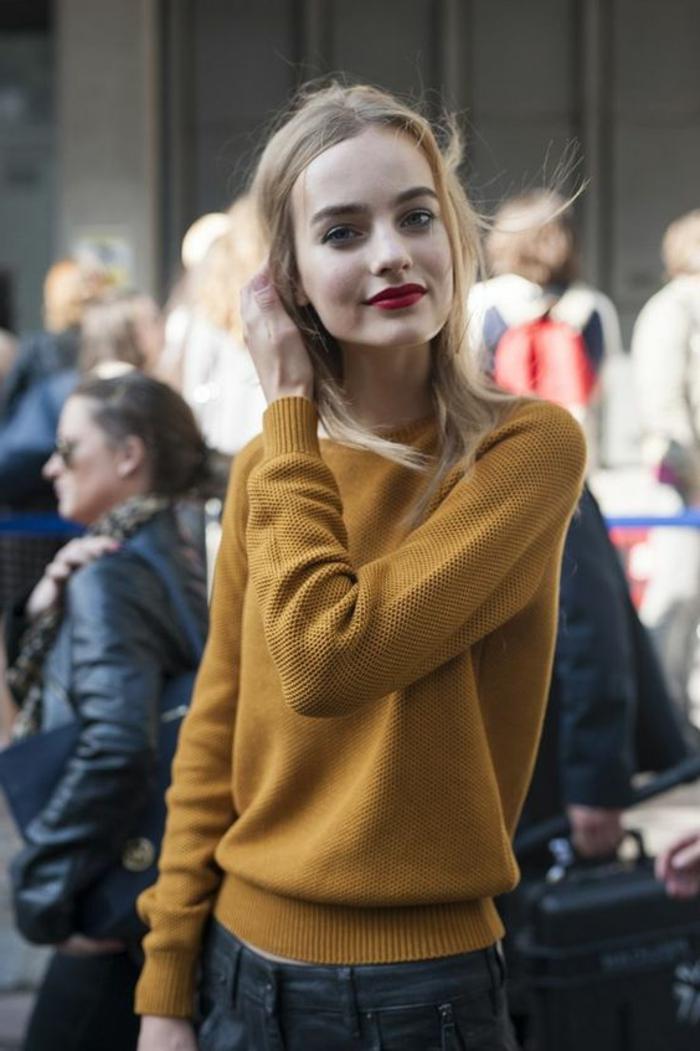 couleur-jaune-moutarde-blouse-moutarde-et-jeans