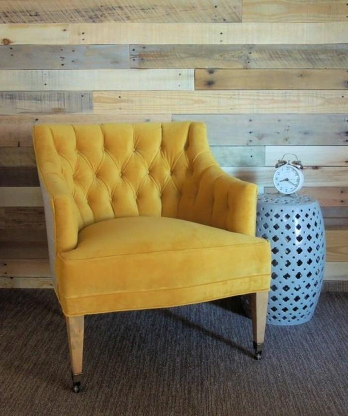 couleur-jaune-moutarde-canapé-retro-jaune-chevet-bleu