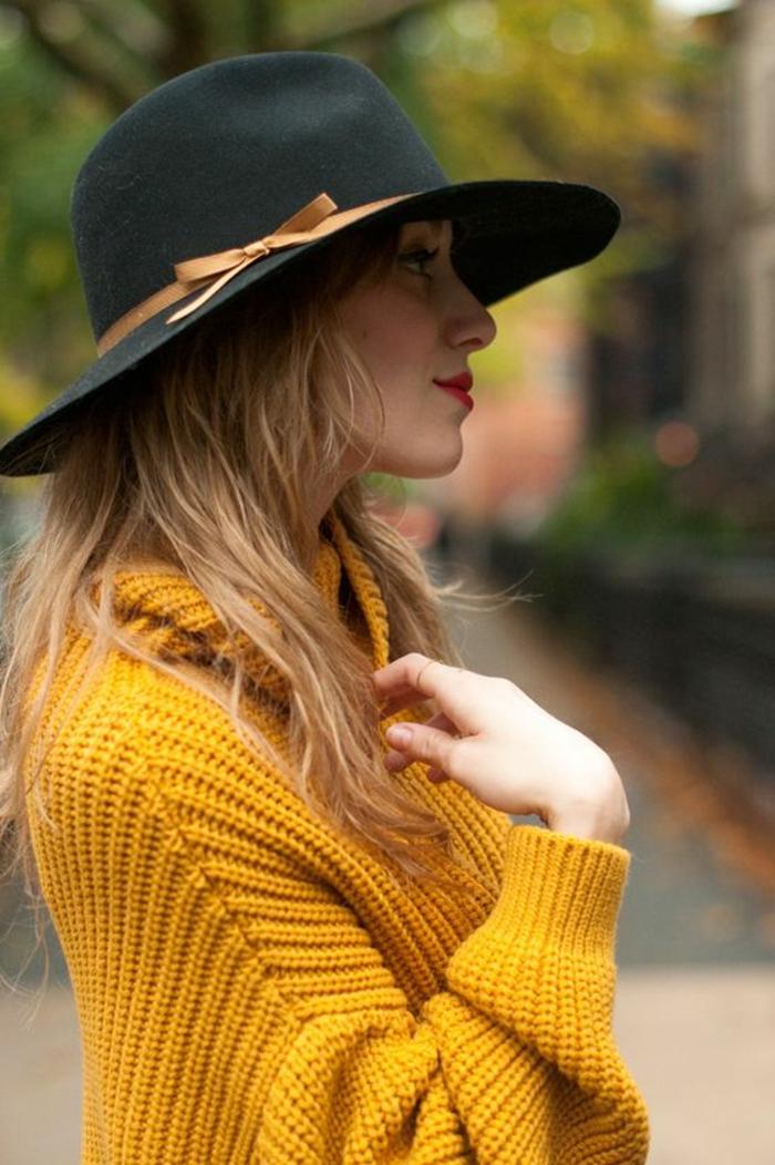 couleur-jaune-moutarde-chapeau-feutre-noir-capeline-noire