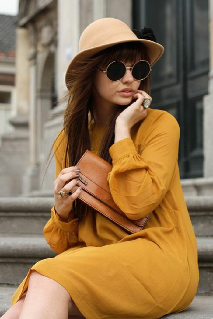 couleur-jaune-moutarde-chapeau-périphérie-beige