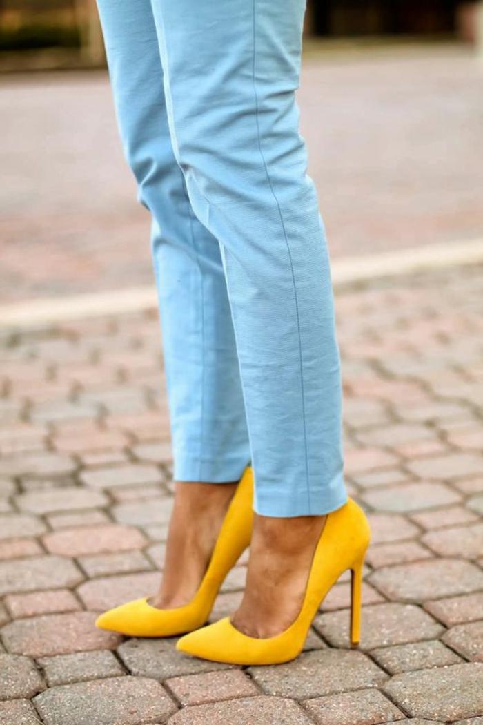 couleur-jaune-moutarde-escarpins-élégants