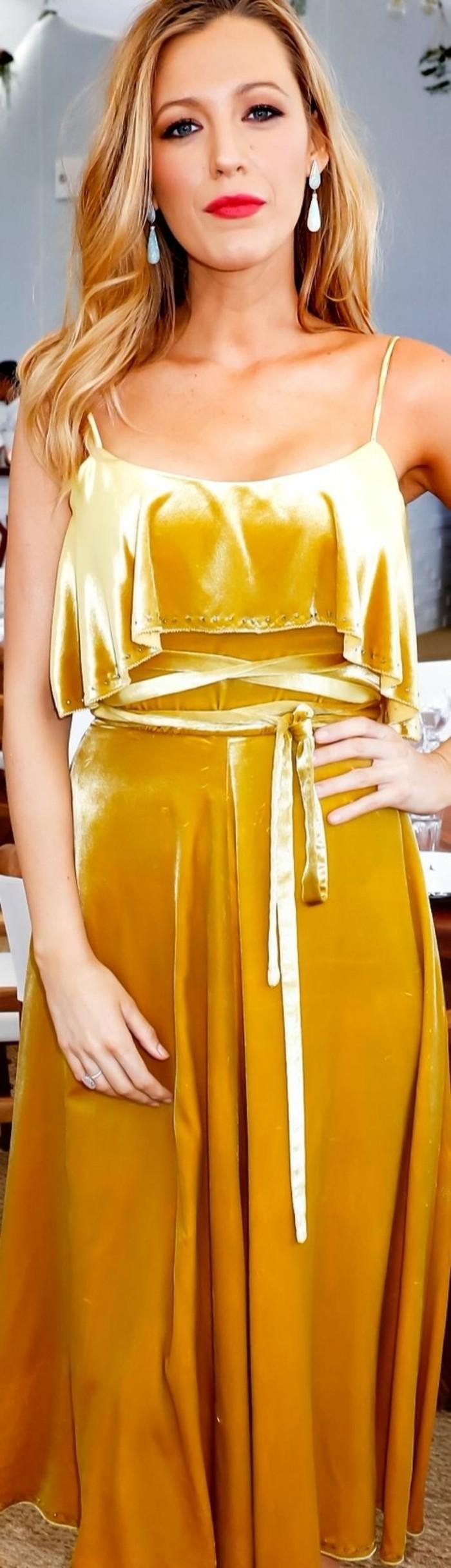 couleur-jaune-moutarde-longue-robe-de-soirée