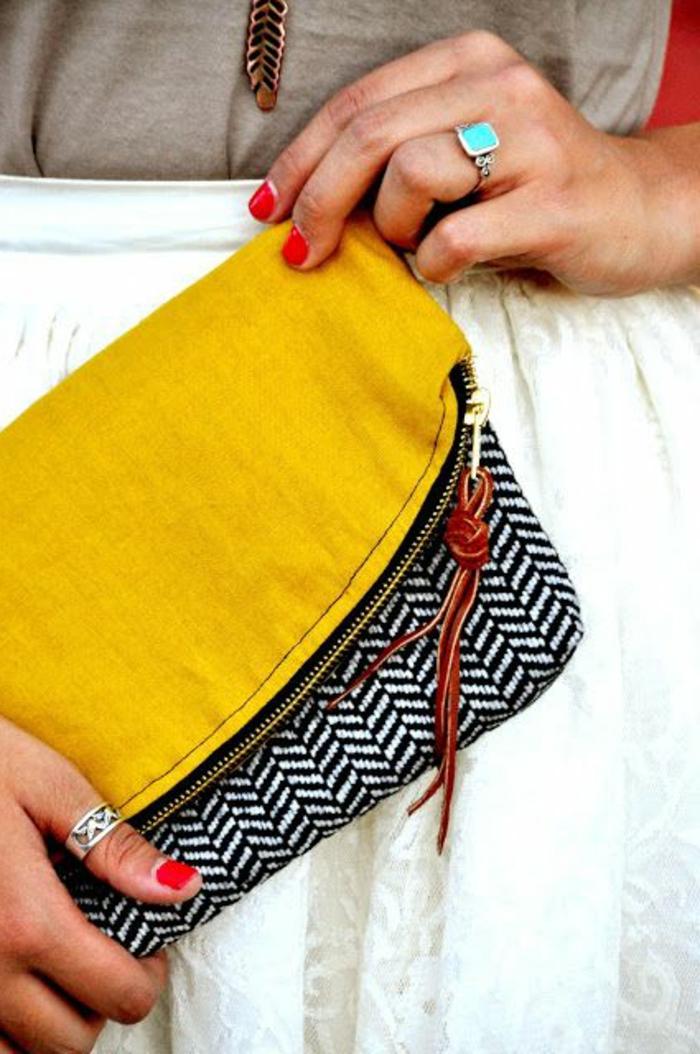 couleur-jaune-moutarde-petit-sac-bicolore-portée-main