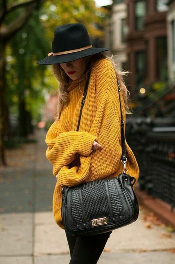 couleur-jaune-moutarde-pull-tricoté-long-sac-épaule-noir