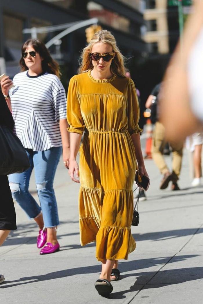 couleur-jaune-moutarde-robe-longue-en-peluche