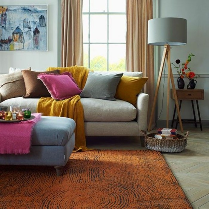 couleur-jaune-moutarde-salon-gris-et-jaune-et-tapis-orange