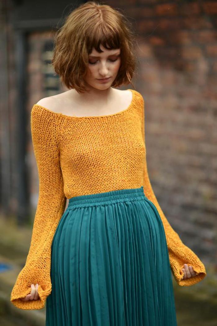 couleur-moutarde-blouse-jaune-et-jupe-longue-bleue