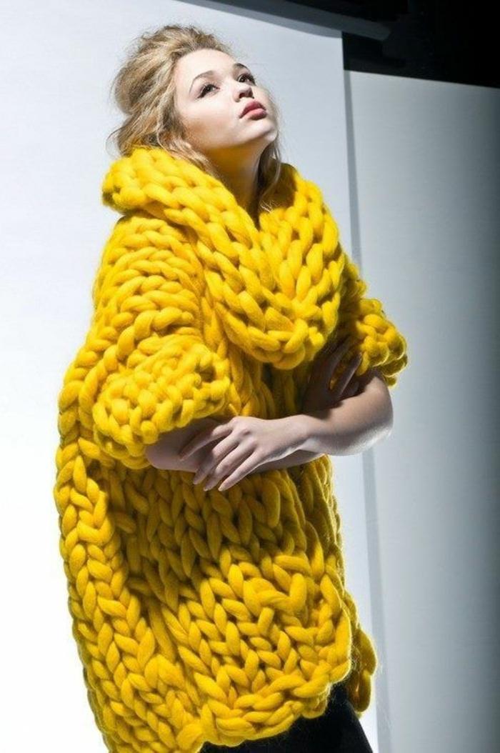 couleur-moutarde-blouse-longue-maille-grosse-en-jaune