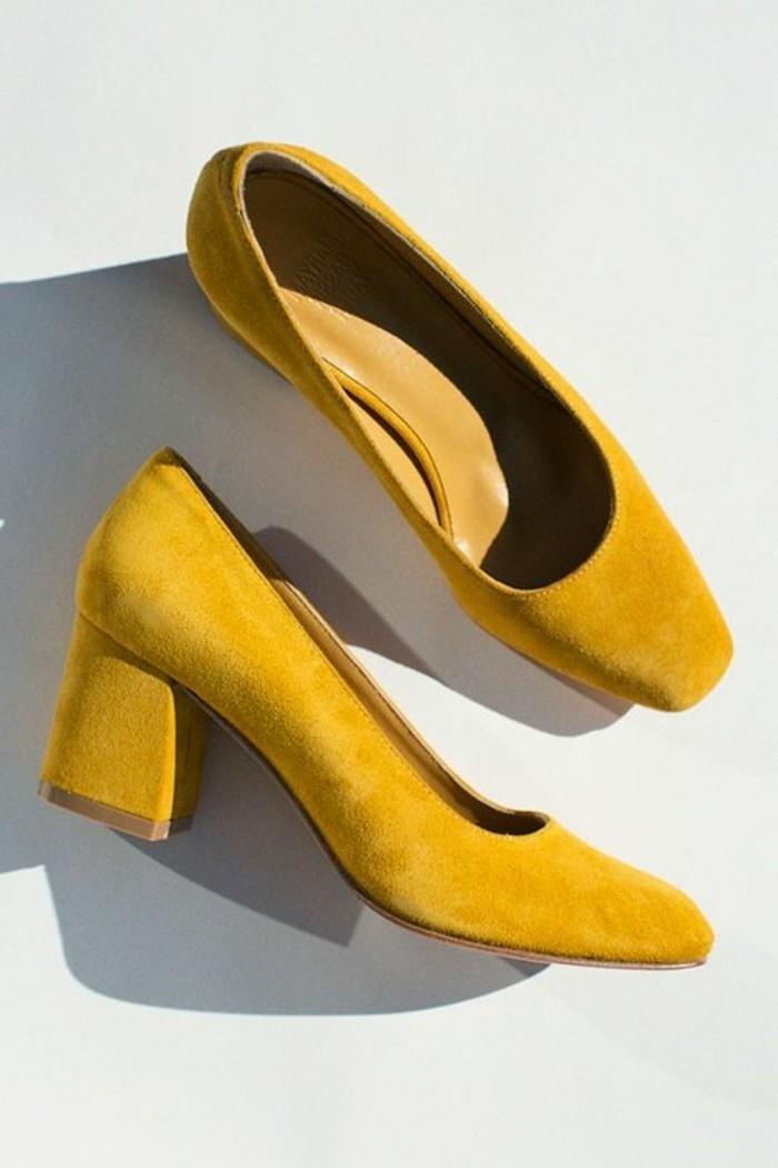 couleur-moutarde-escarpins-mi-hauts-en-velours