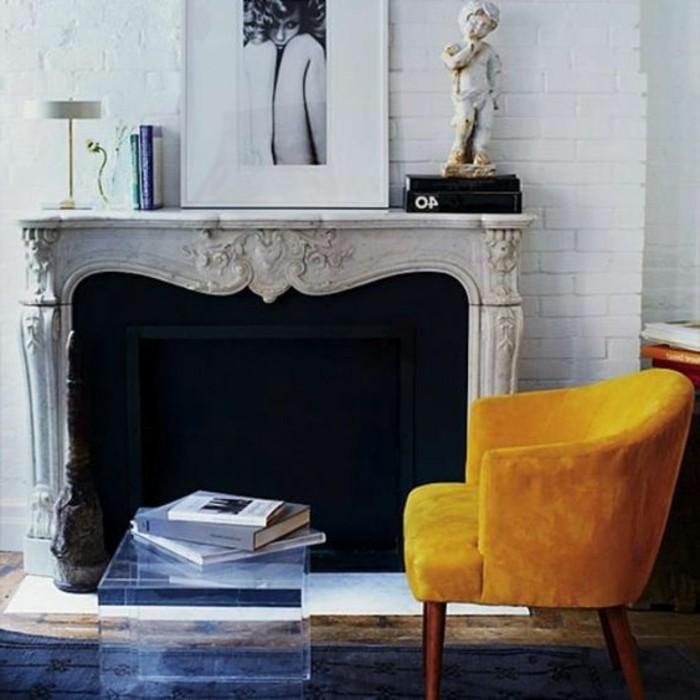 couleur-moutarde-fauteuil-moutarde-cheminée-décorative