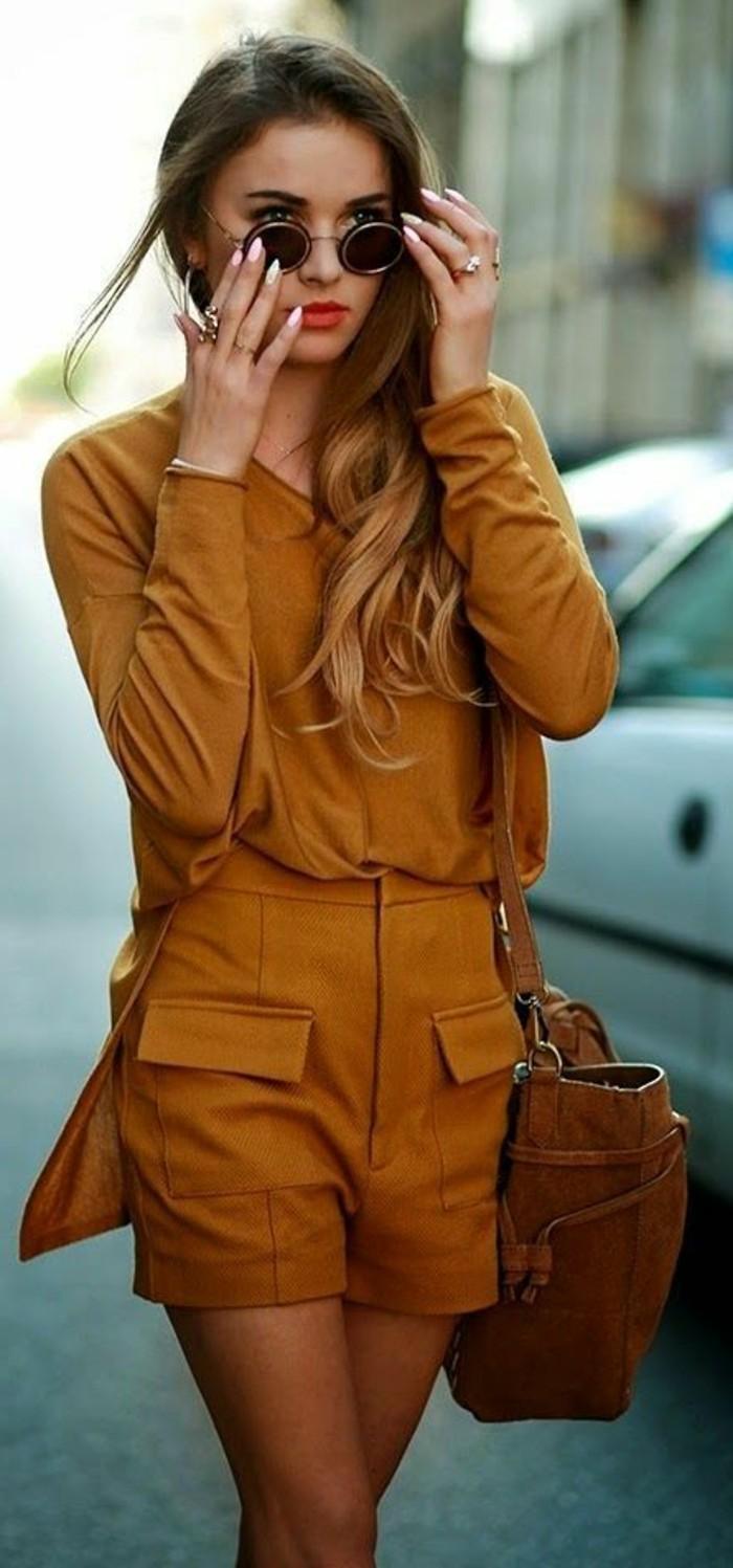 couleur-moutarde-outfit-d'été-pour-tous-les-jours-pantalons-courts