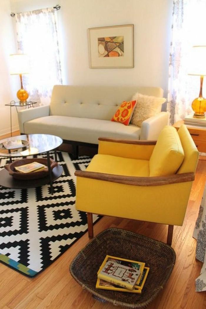 couleur-moutarde-tapis-en-noir-et-blanc-canapé-et-sofa
